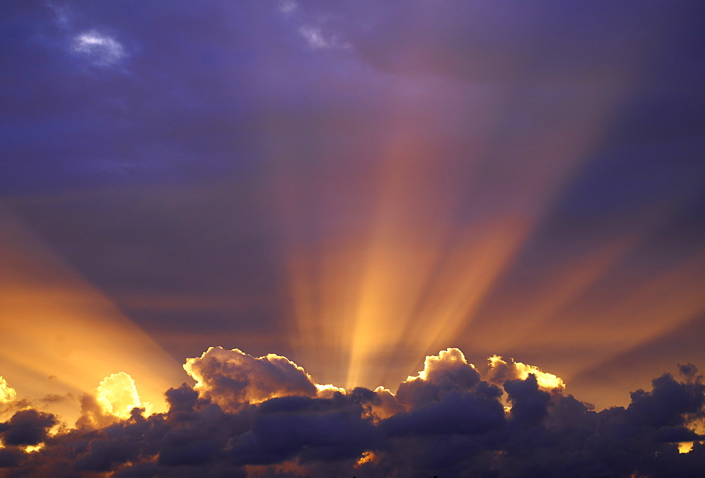 Sun beams through stormy sky, Sydney, New South Wales, Australia, Pacific - 627-1081