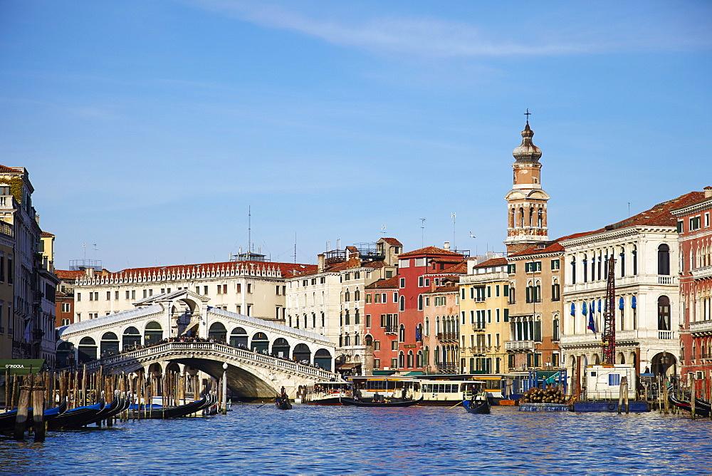 The Grand Canal and Rialto Bridge, Venice, UNESCO World Heritage Site, Veneto, Italy, Europe