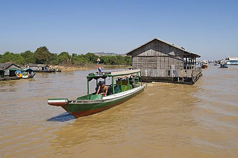 Floating house being moved, Tonle Sap Lake, near Siem Reap, Cambodia, Indochina, Southeast Asia, Asia