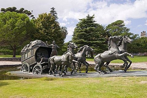 La Diligencia by Jose Belloni, a bronze statue of a stage coach and horses, Montevideo, Uruguay, South America
