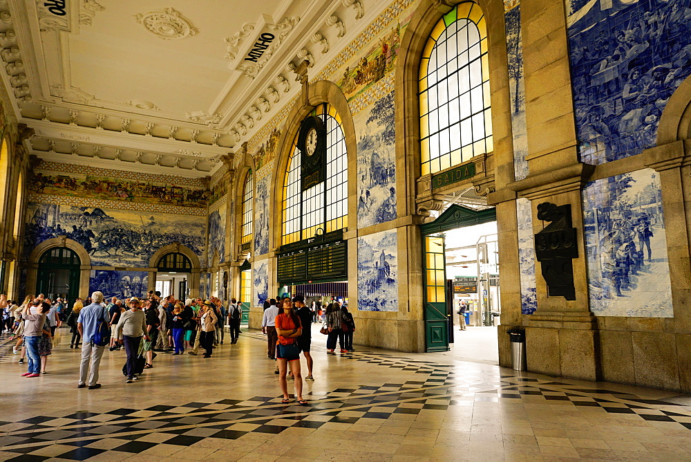 Tiles (azulejos) in entrance hall, Estacao de Sao Bento train station, Porto (Oporto), Portugal, Europe - 641-13415