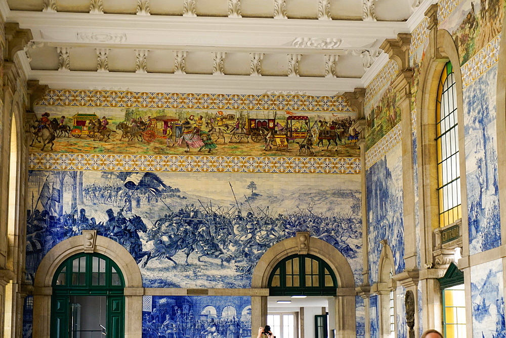 Tiles (azulejos) in entrance hall, Estacao de Sao Bento train station, Porto (Oporto), Portugal, Europe