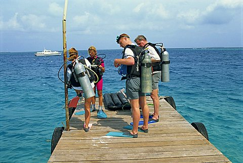Group of divers, Nakatchafushi, Maldive Islands, Indian Ocean, Asia