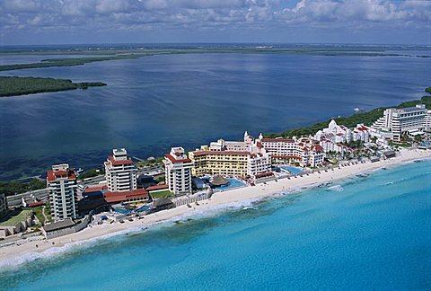 Hotel area of Cancun, Yucatan, Mexico, Central America