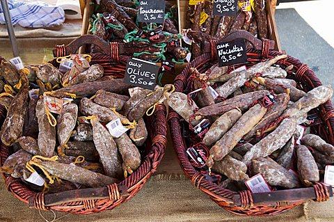 Monday Market at St. Jean Pied de Port, Basque country, Pyrenees-Atlantiques, Aquitaine, France, Europe