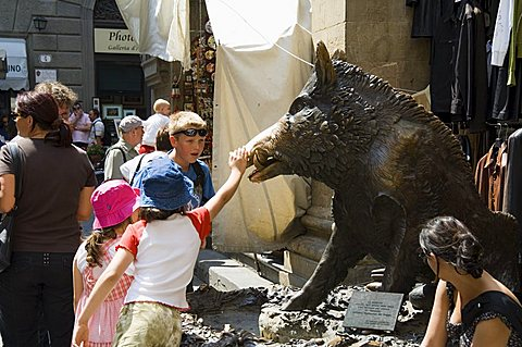 Il Porcellino, rubbing the nose of the wild boar statue will bring you luck and you will return to Florence, Mercato Nuovo, Florence (Firenze), Tuscany, Italy, Europe