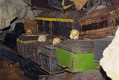 Cave tomb at Londa, Toraja area, Sulawesi, Indonesia, Southeast Asia, Asia