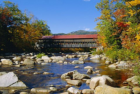 Albany Covered Bridge, Swift River, Kangamagus Highway, New Hampshire, USA
