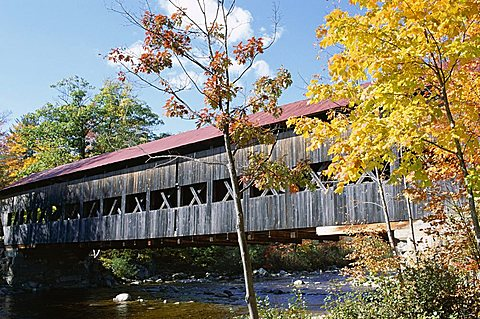 Albany covered bridge over Swift River, Kangamagus Highway, New Hampshire, New England, United States of America (U.S.A.), North America