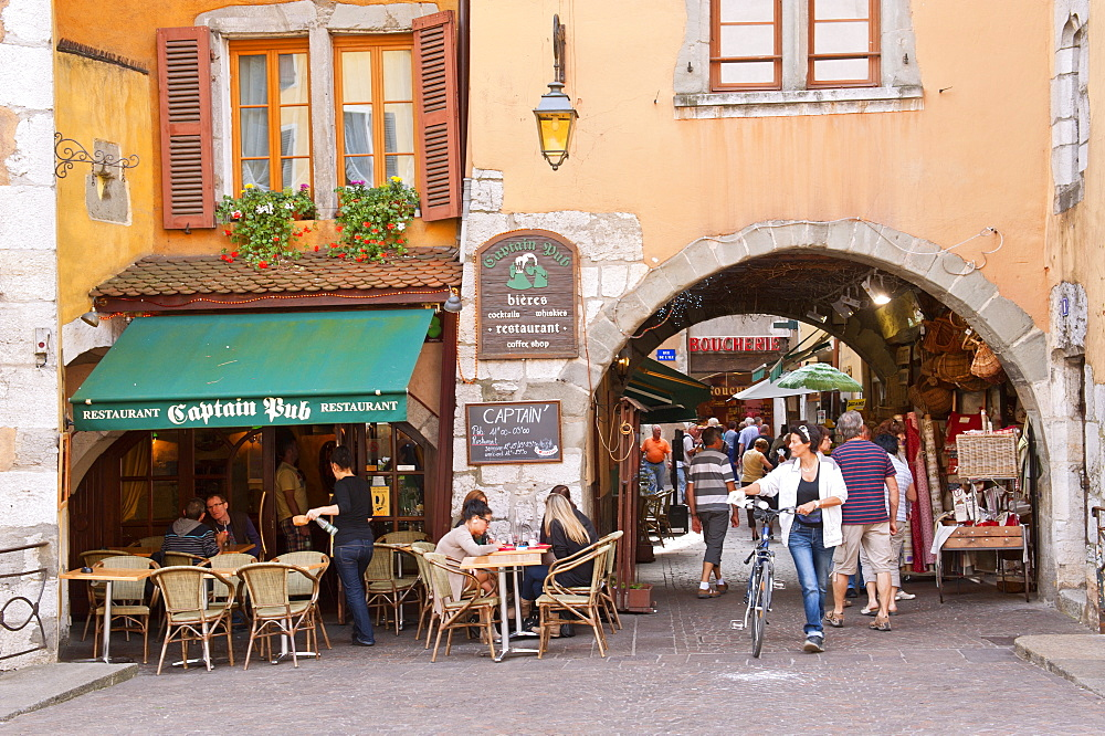 A view of the old town of Annecy, Haute-Savoie, France, Europe - 663-787