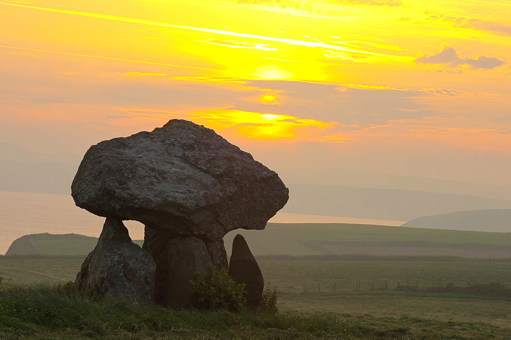 Carreg Samson Dolmen at sunrise, Abercastle, Pembrokeshire, Wales, United Kingdom, Europe - 663-885