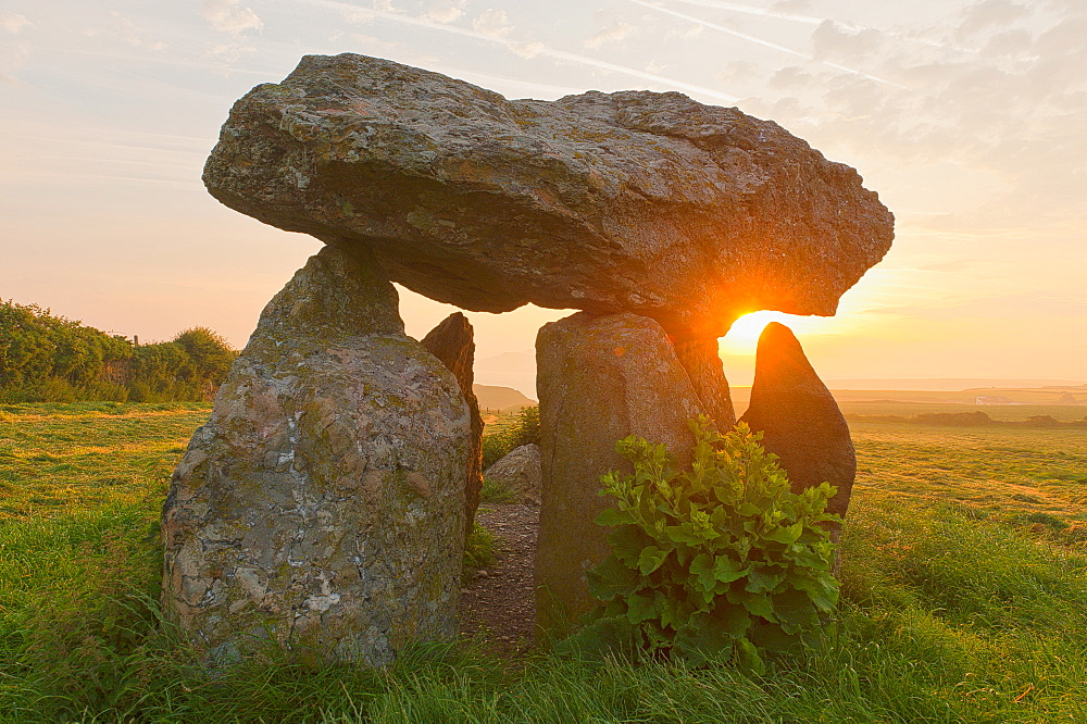 Carreg Samson Dolmen at sunrise, Abercastle, Pembrokeshire, Wales, United Kingdom, Europe - 663-886
