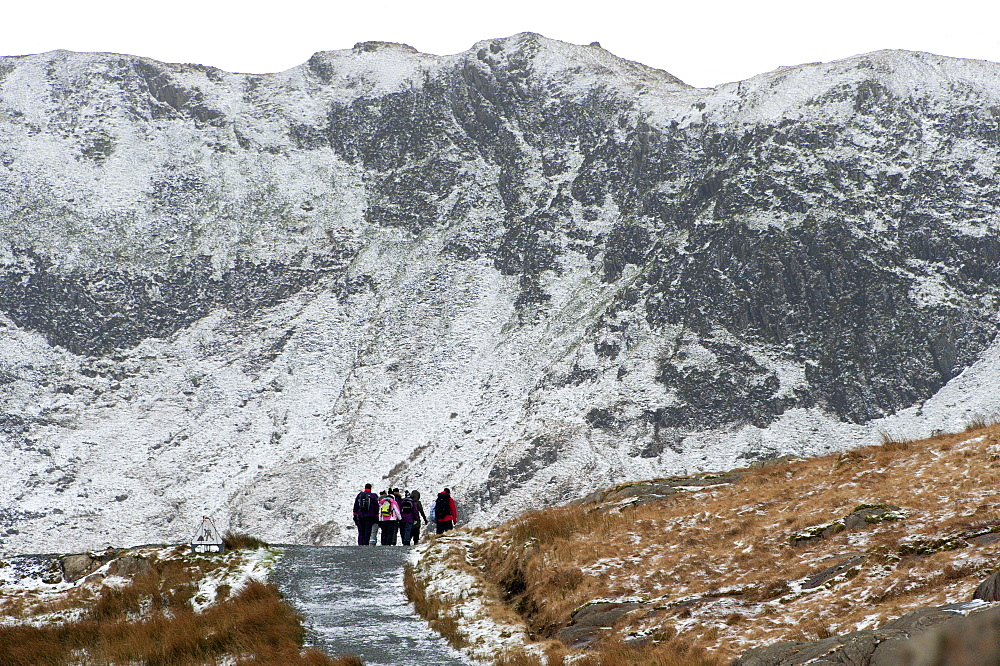 Hikers on the Miner's Track at base of Mount Snowdon in a wintry landscape in the Snowdonia National Park, Gwynedd, Wales, United Kingdom, Europe