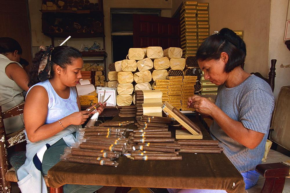 Labelling and wrapping cigars, Santo Domingo, Dominican Republic, Central America