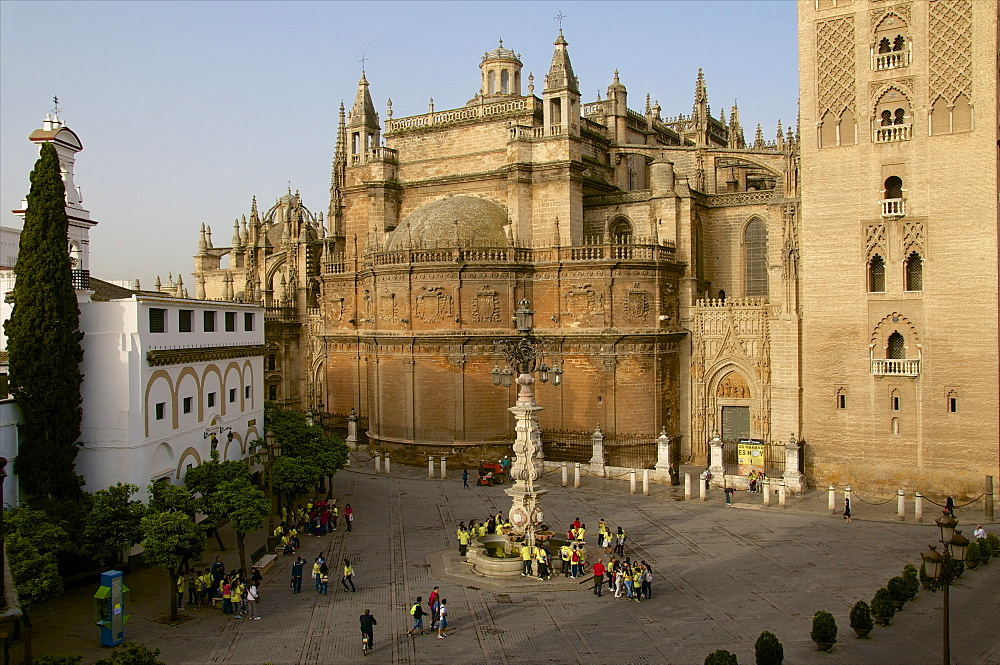 Lantern-Fountain, Plaza Virgen de los Reyes, Giralda and Cathedral, Seville, Andalusia, Spain, Europe