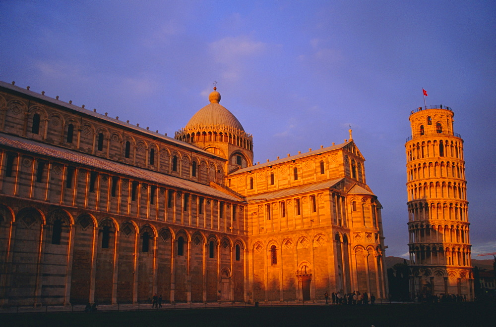 Campo dei Miracoli, Duomo (Cathedral) and Leaning Tower at sunset, Pisa, Tuscany, Italy