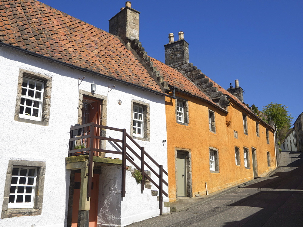 Colourful village houses, Culross, Fife, Scotland, United Kingdom, Europe - 667-2589
