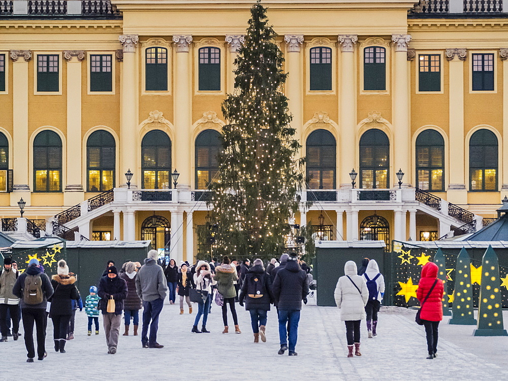 Christmas Market in front of the Schonbrunn Palace, UNESCO World Heritage Site, Vienna, Austria, Europe