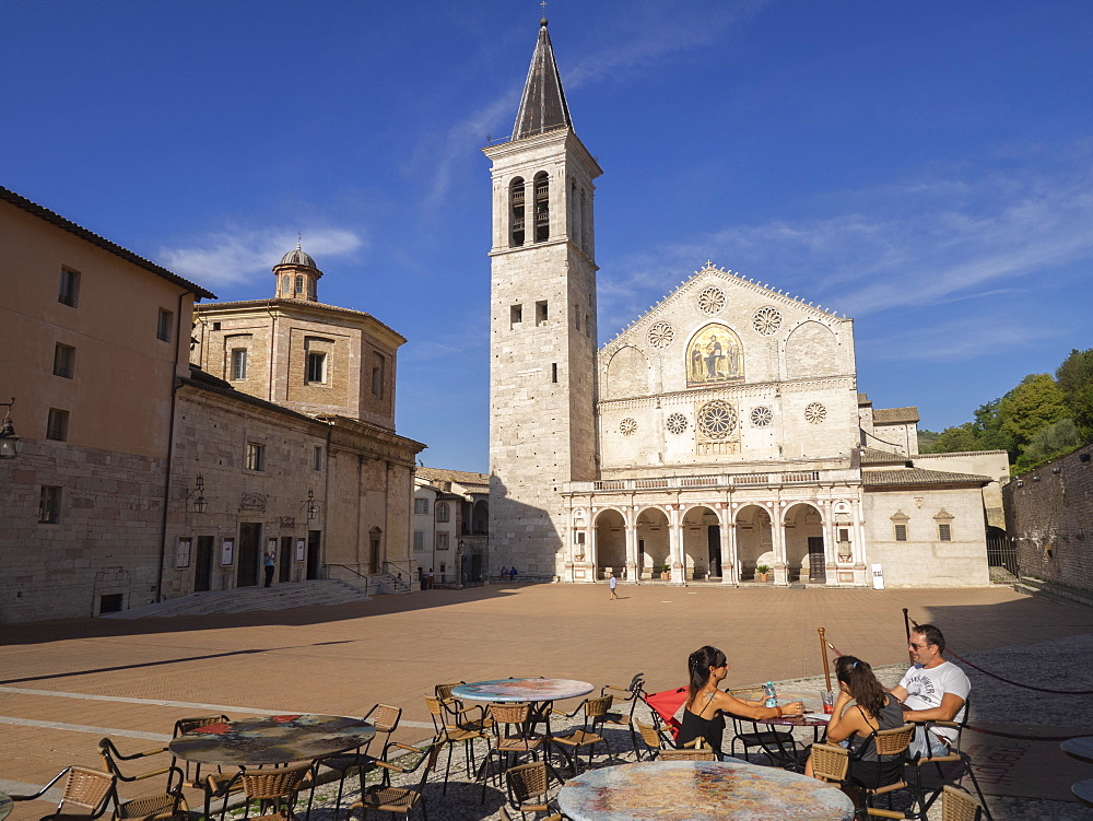 Cafe in the square, Santa Maria Assunta Cathedral, Spoleto, Umbria, Italy, Europe