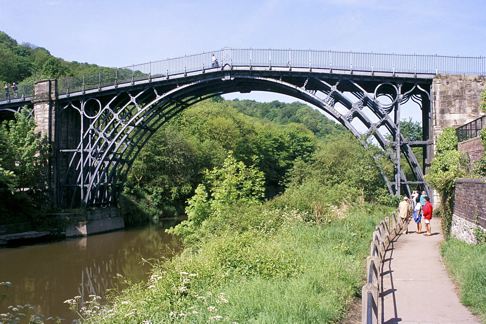 Iron bridge over the River Severn, Ironbridge, UNESCO World Heritage Site, Shropshire, England, United Kingdom, Europe