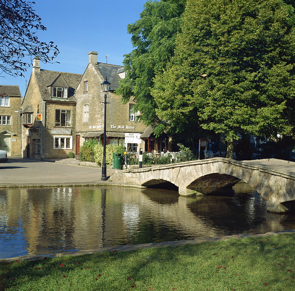 Bridge over the River Windrush, Bourton on the Water, Gloucestershire, England, United Kingdom, Europe