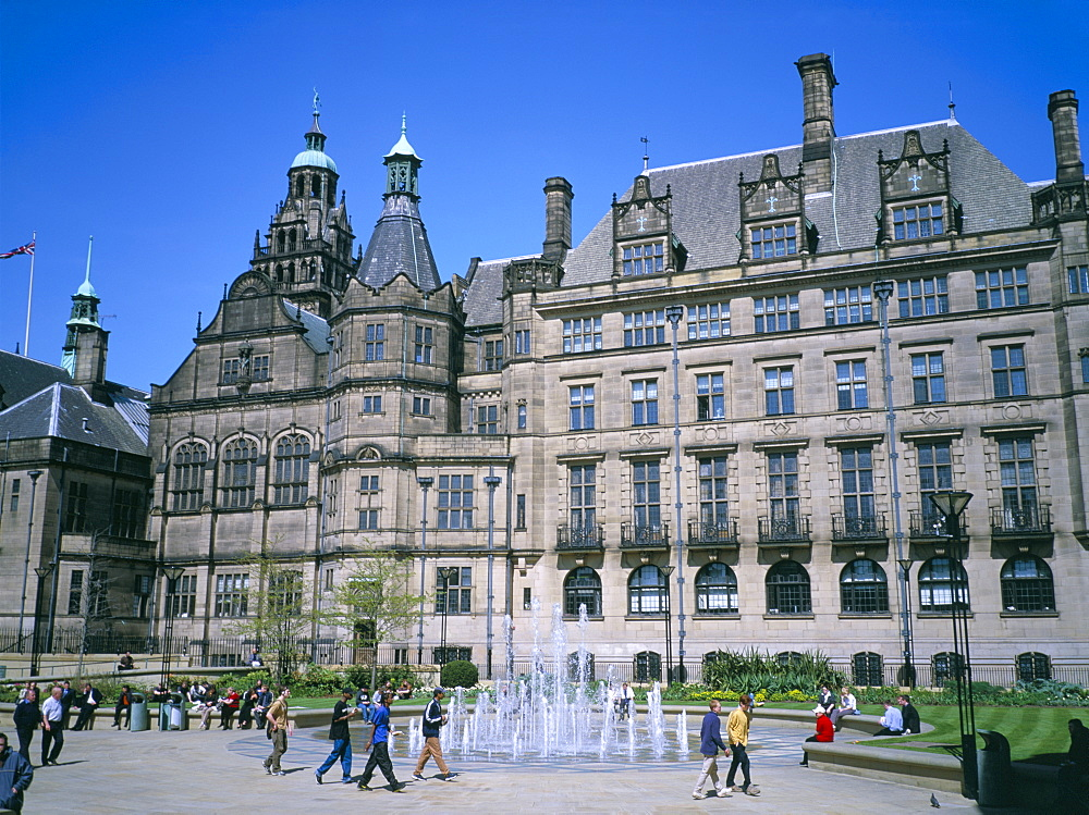 Peace Gardens fountain and Town Hall, Sheffield, South Yorkshire, Yorkshire, England, United Kingdom, Europe