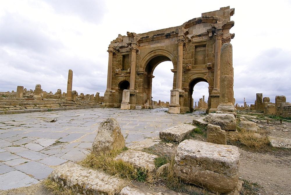Arch of Trajan, Roman ruins, Timgad, UNESCO World Heritage Site, Algeria, North Africa, Africa