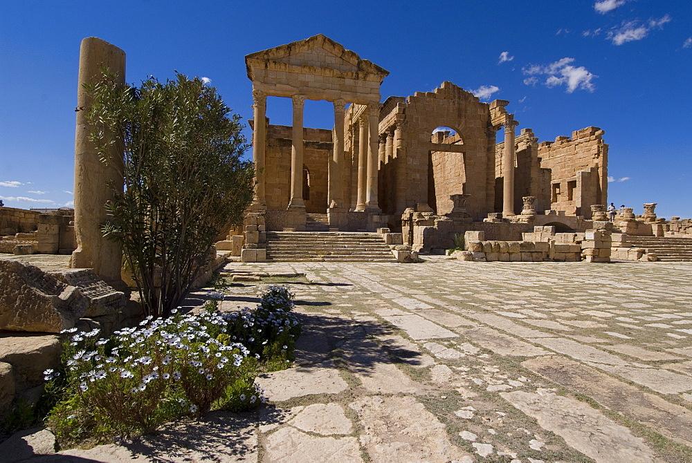 The Capitol Temples (Capitolium), Roman ruin of Sbeitla, Tunisia, North Africa, Africa