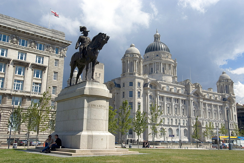 The Port of Liverpool Building, one of the Three Graces, with statue of Edward VII in the foreground, riverside, Liverpool, Merseyside, England, United Kingdom, Europe