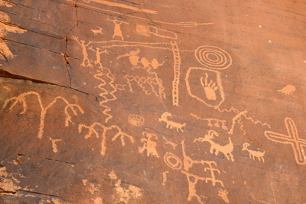 Native American petroglyphs, Valley of Fire State Park, Nevada, United States of America, North America