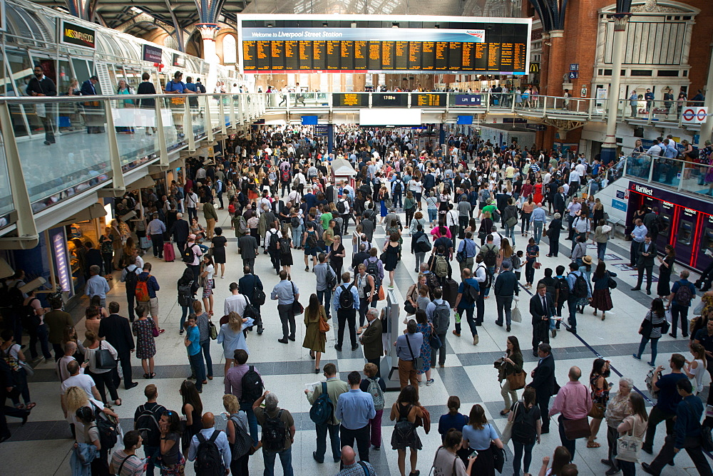 Liverpool Street train station at rush hour, London, EC2, England, United Kingdom, Europe - 685-2679