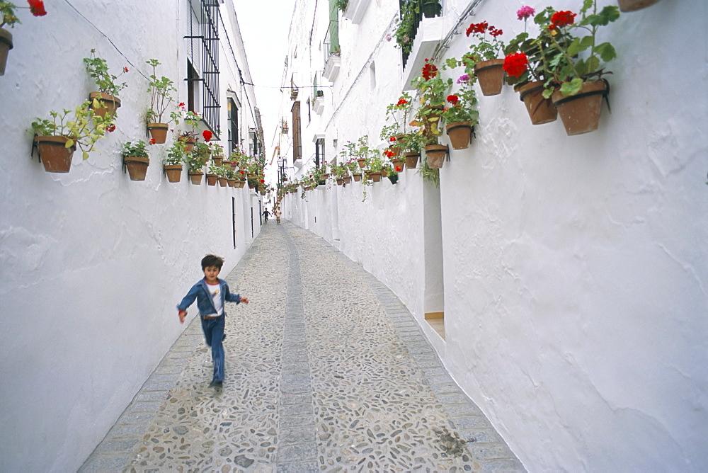 Narrow street, Arcos de la Frontera, Andalucia (Andalusia), Spain, Europe - 695-374