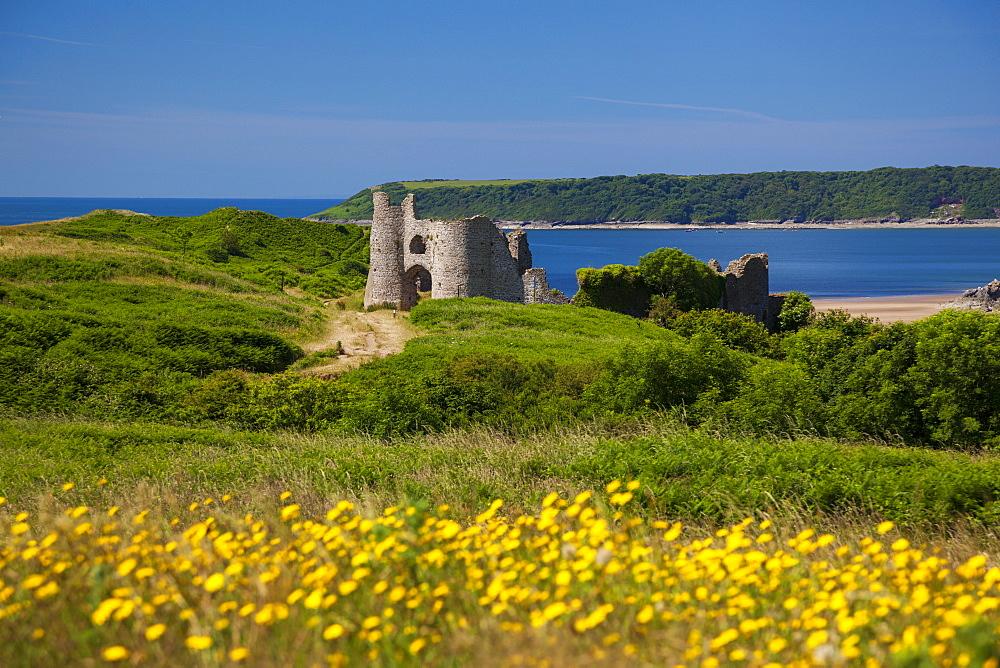Pennard Castle, overlooking Three Cliffs Bay, Gower, Wales, United Kingdom, Europe.