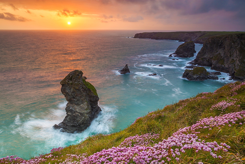 Bedruthan Steps, Newquay, Cornwall, England, United Kingdom, Europe - 696-776