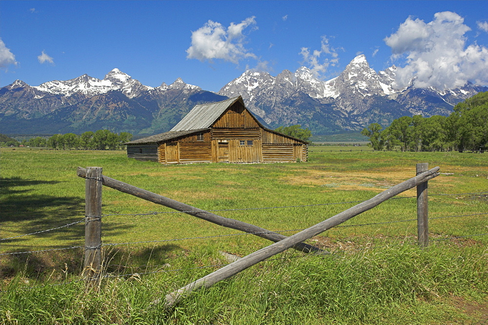 The Moulton Barn on Mormon Row with the Grand Tetons range in background, Antelope Flats Road, Grand Teton National Park, Wyoming, United States of America, North America