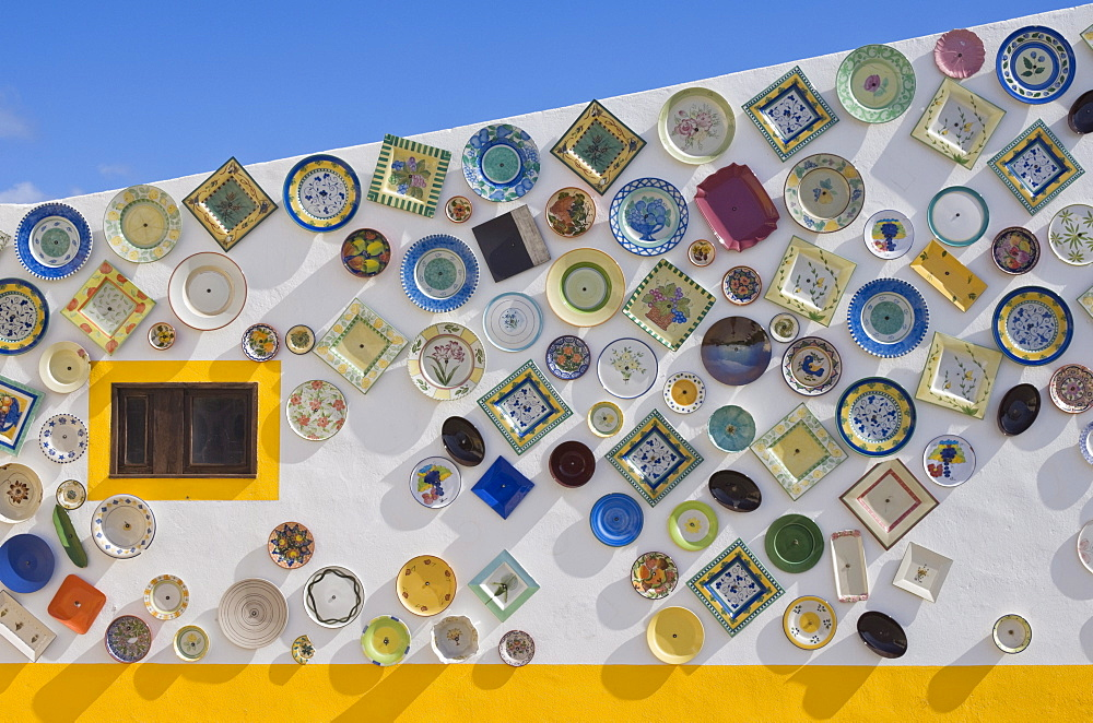 Traditional Portuguese pottery, artisan workshop with plates on wall, Cape St. Vincent peninsula, Sagres, Algarve, Portugal, Europe