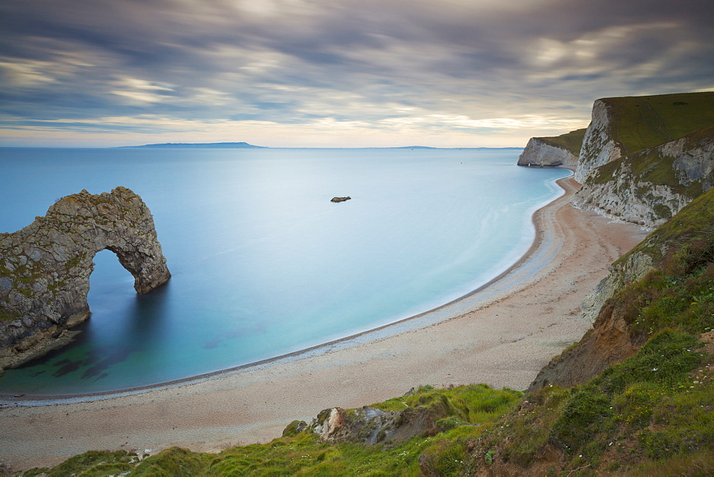 Durdle Door, an eroded rock arch, and the wide sweeping beach, Jurassic Coast, UNESCO World Heritage Site, Dorset, England, United Kingdom, Europe