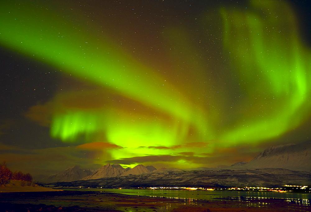 Aurora borealis (Northern Lights) seen over the Lyngen Alps, from Sjursnes, Ullsfjord, Troms, North Norway, Scandinavia, Europe
