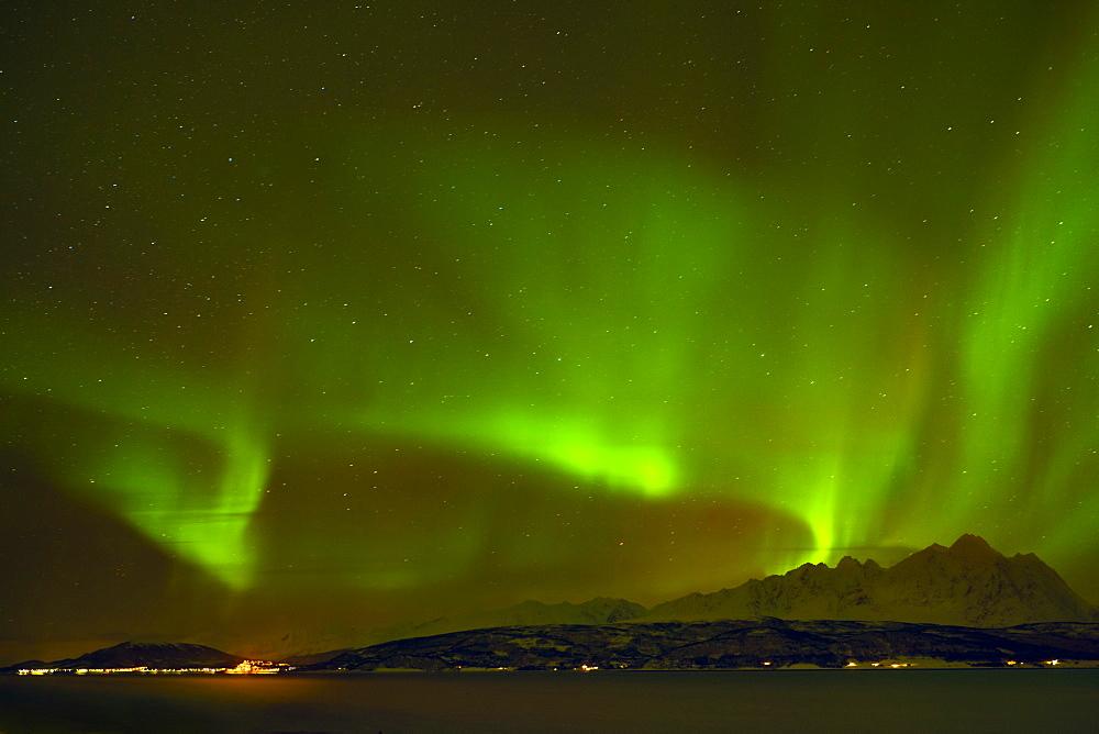 Aurora borealis (Northern Lights) seen over the Lyngen Alps and Ullsfjord, Troms, North Norway, Scandinavia, Europe