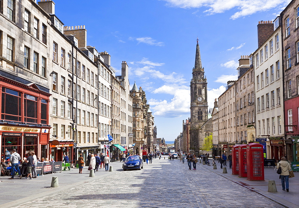 The High Street in Edinburgh old town, the Royal Mile, Edinburgh, Lothian, Scotland, United Kingdom, Europe