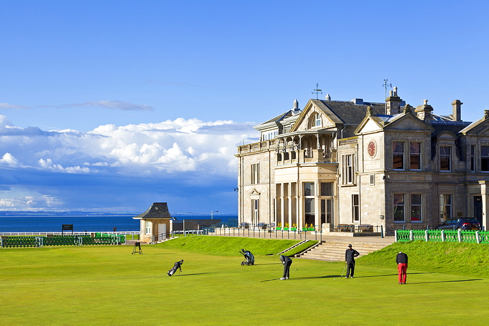 Golf course and club house, The Royal and Ancient Golf Club of St. Andrews, St. Andrews, Fife, Scotland, United Kingdom, Europe