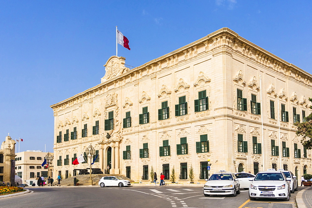 Auberge de Castille, (Office of the Prime Minister), flying the Maltese flag, Valletta, Malta, Europe
