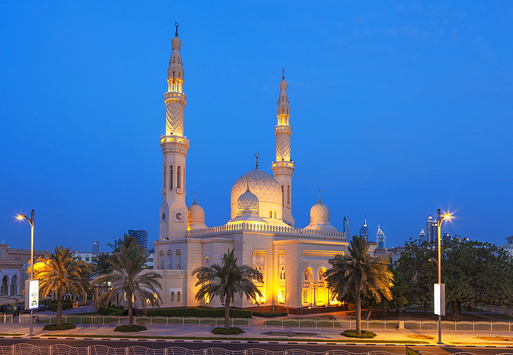 Dubai Jumeirah Mosque at night, Dubai, United Arab Emirates, Middle East