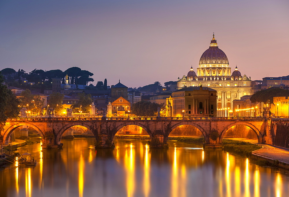 Pont Sant'Angelo and St. Peters Basilica, UNESCO World Heritage Site, Vatican City, Rome, Lazio, Italy, Europe