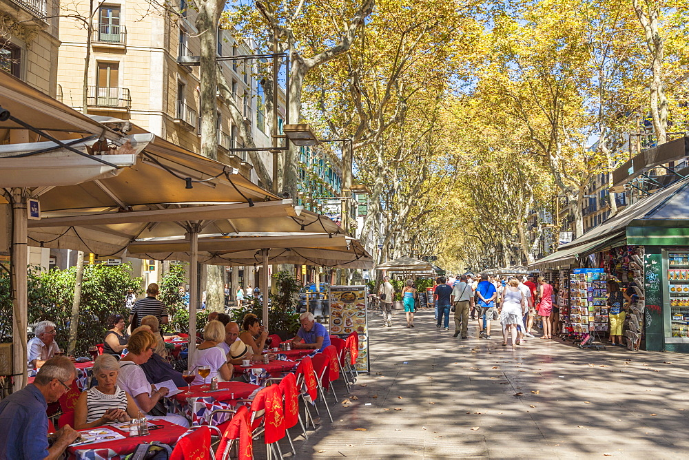 Pavement cafe restaurant on La Rambla (Las Ramblas) boulevard the promenade through Barcelona, Catalonia (Catalunya), Spain, Europe