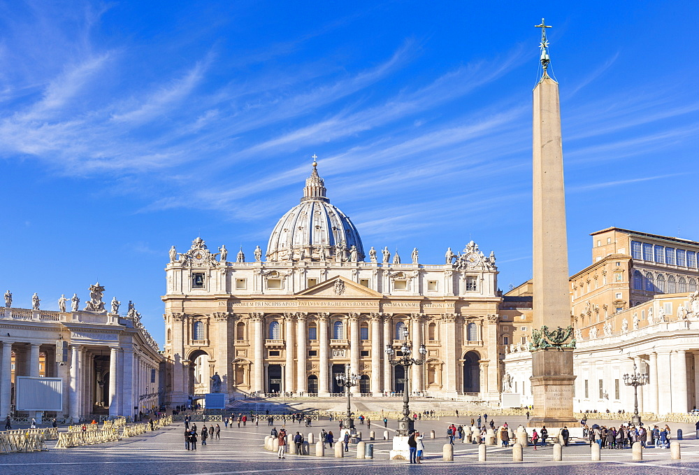 St. Peters Square and St. Peters Basilica, Vatican City, UNESCO World Heritage Site, Rome, Lazio, Italy, Europe