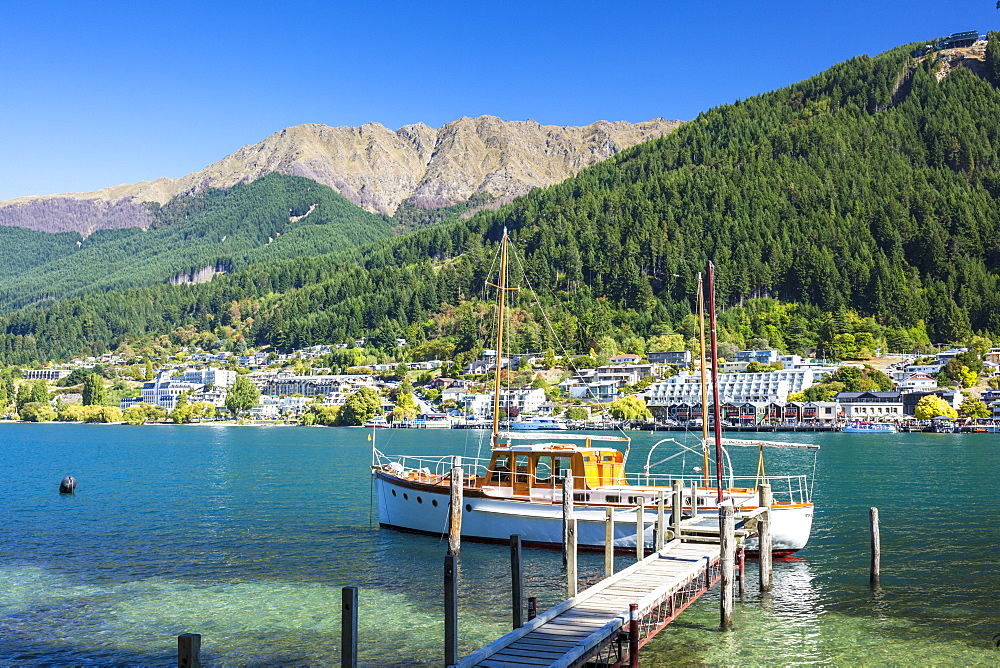 Yacht on Lake Wakatipu, Bobs Peak and Mount Hanley, Queenstown, Otago, South Island, New Zealand, Pacific - 698-3342