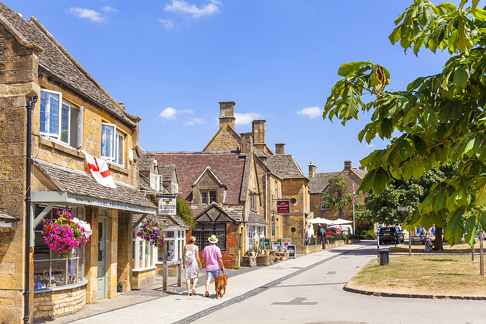 High Street, Broadway, Cotswolds, Worcestershire, England, United Kingdom, Europe