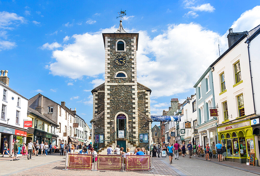Keswick The Moot Hall and tourist information centre in Keswick town centre Lake district Cumbria England GB UK Europe
