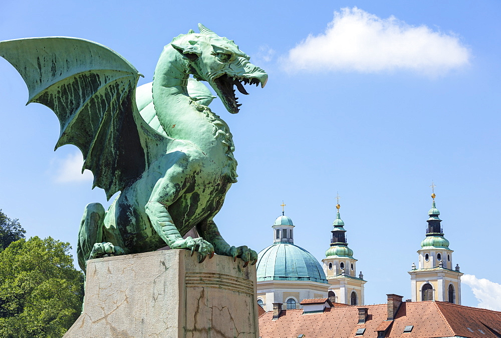 Dragon statue on the Dragon Bridge (Zmajski most) in front of the Ljubljana Cathedral, Ljubljana, Slovenia, Europe